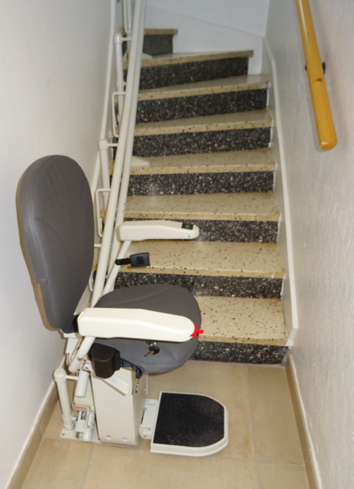 chaise monte escalier curve tournant malissard 26120. Black Bedroom Furniture Sets. Home Design Ideas