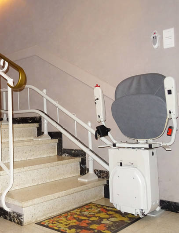 chaise monte escalier curve saint maurice l 39 exil 38550. Black Bedroom Furniture Sets. Home Design Ideas
