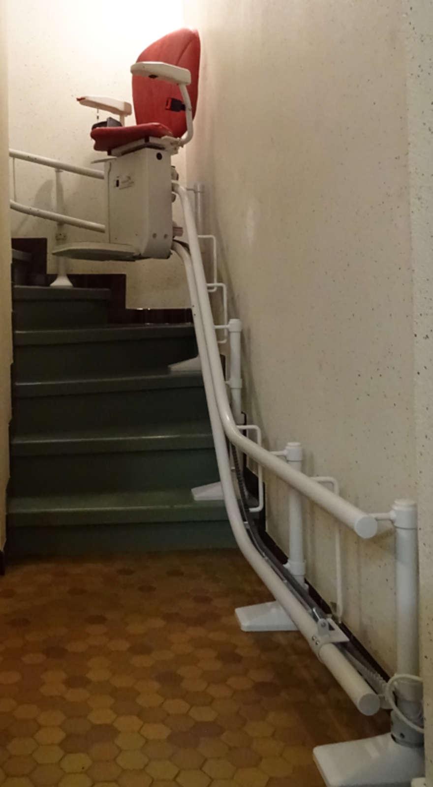 monte escalier tournant curve mercurol 26600. Black Bedroom Furniture Sets. Home Design Ideas