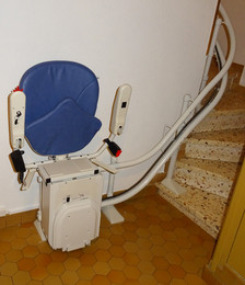 Chaise monte-escalier virage interne - SAINT-PRIVAT 07200