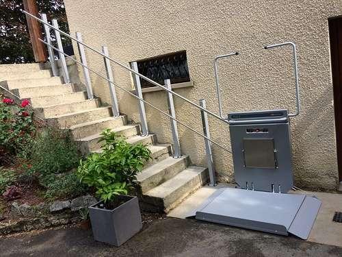 Plateforme monte-escalier PLG7 - LENS-LESTANG 26210