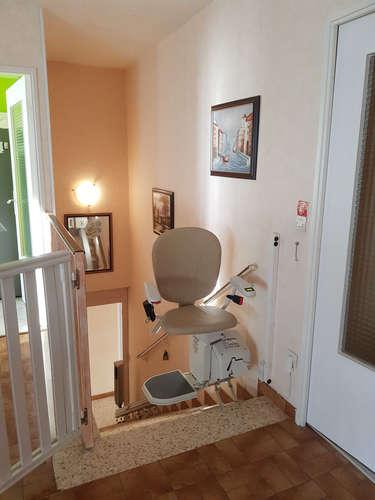 Chaise monte-escalier droite IBIZA avec rail relevable - VALENCE 26000