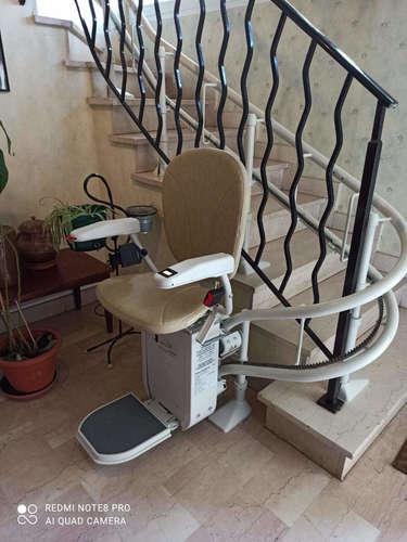 Monte-escalier Curve avec 5 virages sur-mesure - GUILHERAND-GRANGES 07500