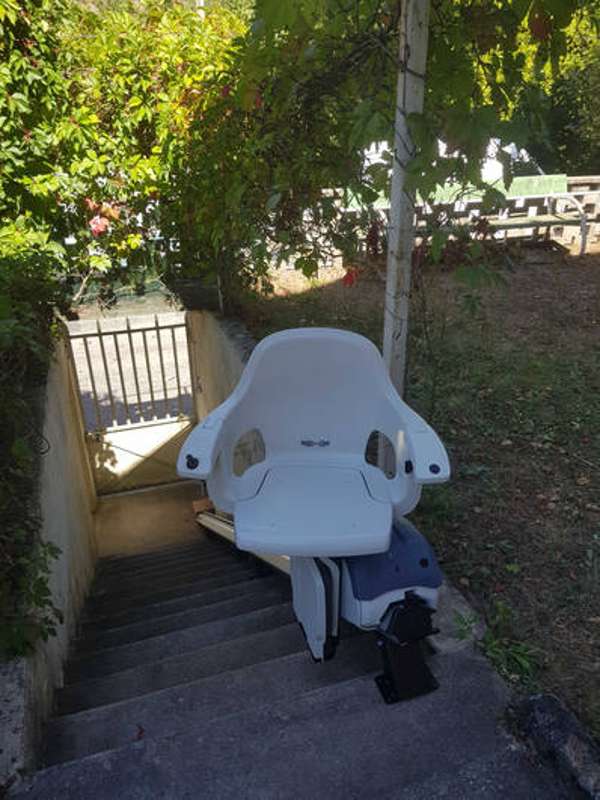 2 montes-escaliers : Homeglide en extérieur et Ibiza en intérieur - LAMASTRE 07270
