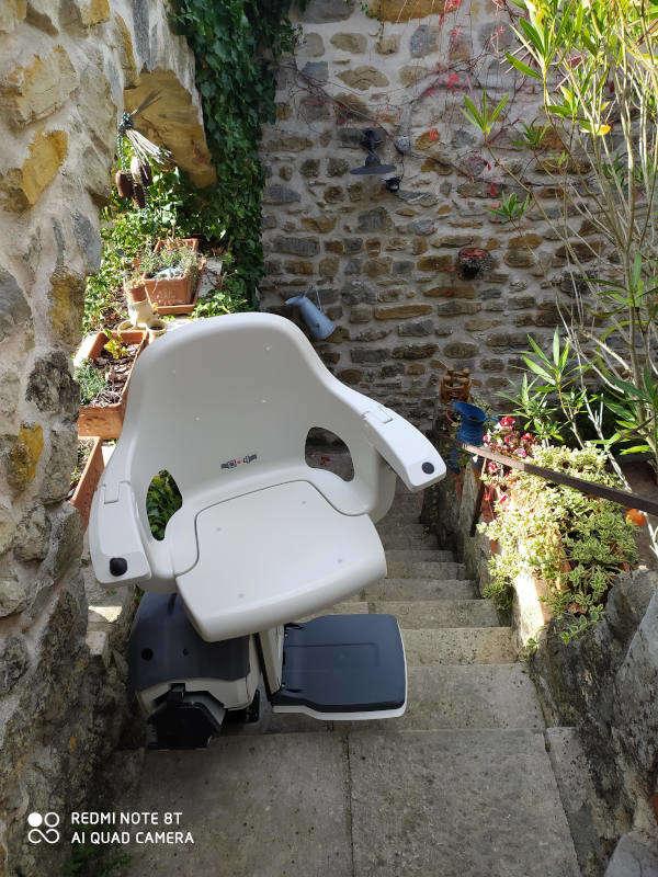 Siège Monte-Escalier droit en extérieur - GROSPIERRES 07120