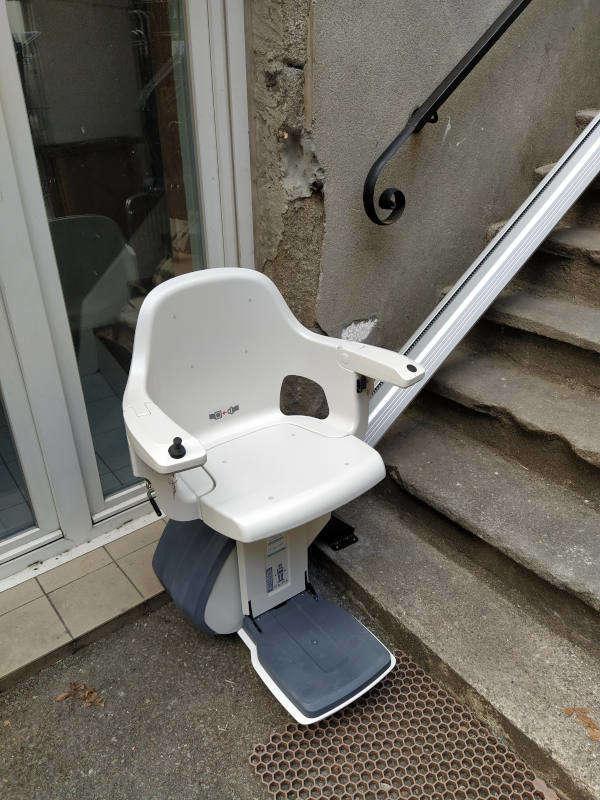 Chaise monte personne en extérieur - JAUJAC 07380