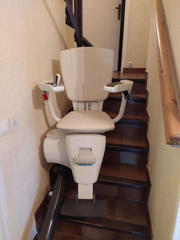 La chaise monte-escalier monorail d'Access: le BALI - LA VOULTE-SUR-RHONE 07800
