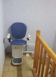 Monte escalier courbe en installation intérieure - LA VOULTE-SUR-RHONE 07800