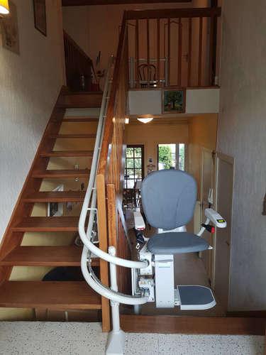 Monte-escalier tournant avec passage à plat intermédiaire - SAINT-PERAY 07130