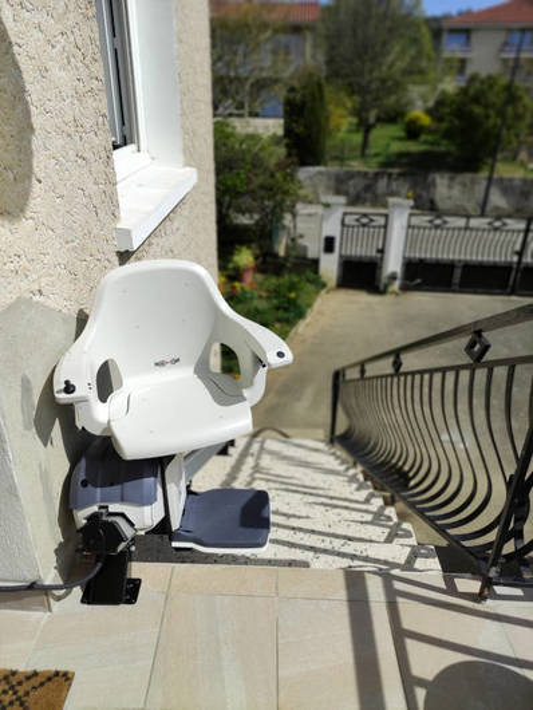 Visuel : Chaise escalier en installation extérieure - REVENTIN-VAUGRIS 38121