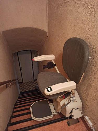 Monte personne, escalier en intérieur rectiligne - LA LAUPIE 26740