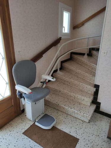 Monte escalier tournant et son double rail - MARCHES 26300