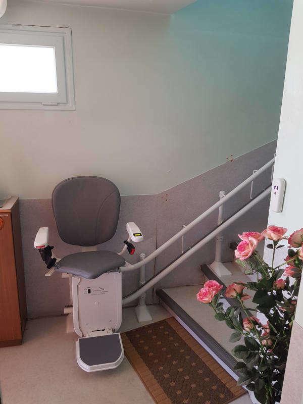 Monte personne dans un escalier courbé - SAINT-MAURICE-L'EXIL 38550