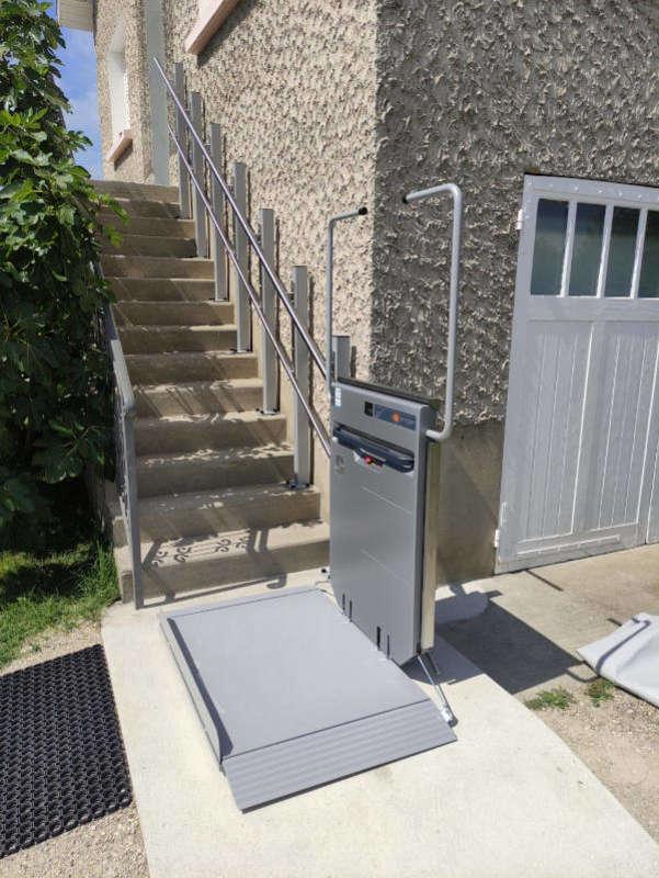 Visuel : Plateforme monte escaliers droite d'Ascendor - RIVES 38140