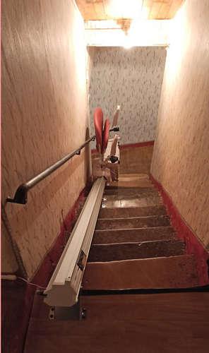 Monte escalier droit : avec l'option rail relevable en Ardèche - SAINT-MONTAN 07220