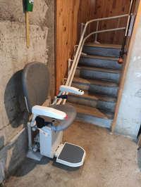 Chaise monte escalier et son double rail tournant - BEAUSEMBLANT 26240