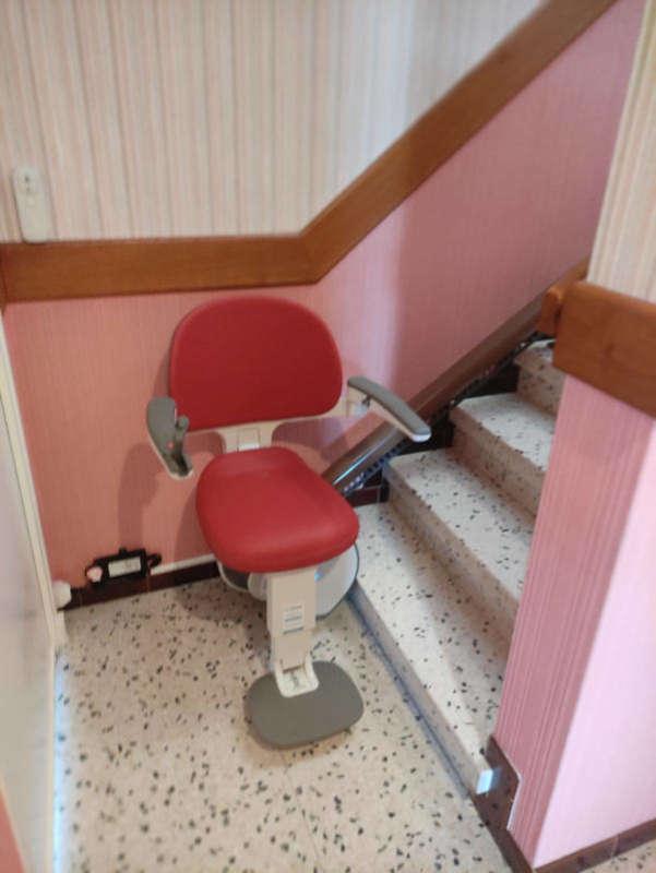 Visuel : L'indétrônable monte escalier