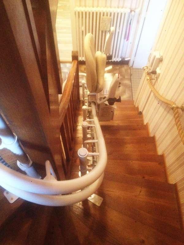 Fauteuil monte-escalier CURVE, maison de particuliers - BOURG-LES-VALENCE 26500