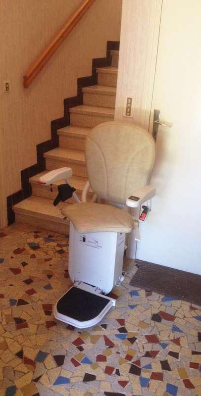Monte-escalier tournant CURVE, maison de particuliers - LE CHEYLARD 07160