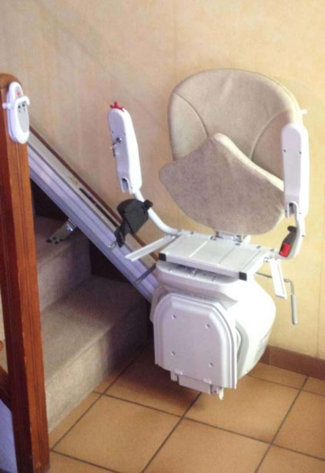 chaise monte escalier horizon plus meyras 07380. Black Bedroom Furniture Sets. Home Design Ideas