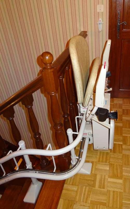 Visuel : Fauteuil monte-escalier tournant sur 3 étages en intérieur - GUILHERAND-GRANGES 07500