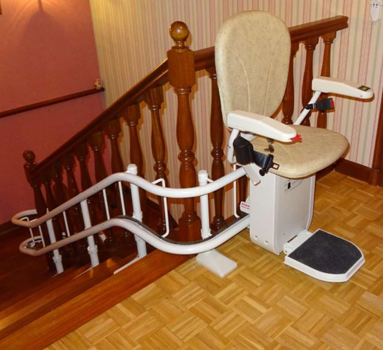 fauteuil monte escalier tournant sur 3 tages en int rieur guilherand granges 07500. Black Bedroom Furniture Sets. Home Design Ideas