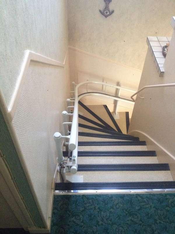 Monte-escalier modèle CURVE - maison privée - ROMANS-SUR-ISERE 26100
