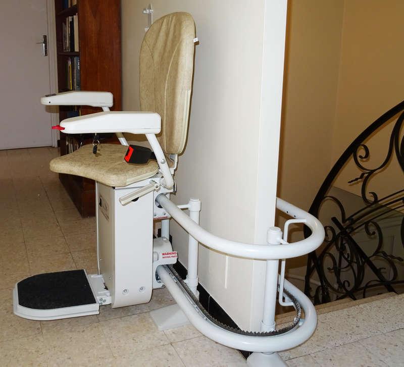 Chaise monte-escalier Curve - LA GARDE-ADHEMAR 26700