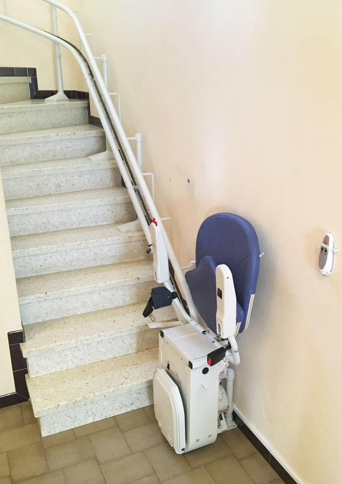 chaise monte escaliers curve tournant eurre 26400. Black Bedroom Furniture Sets. Home Design Ideas